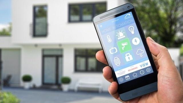 Trygg elektronisk dørlås i smarthus