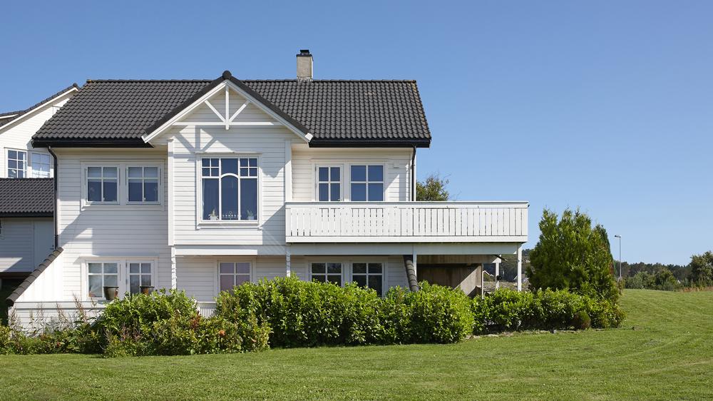Prisen på en god dørlås for en bolig henger sammen med kvaliteten på sylinder, låskasse og sluttstykke.
