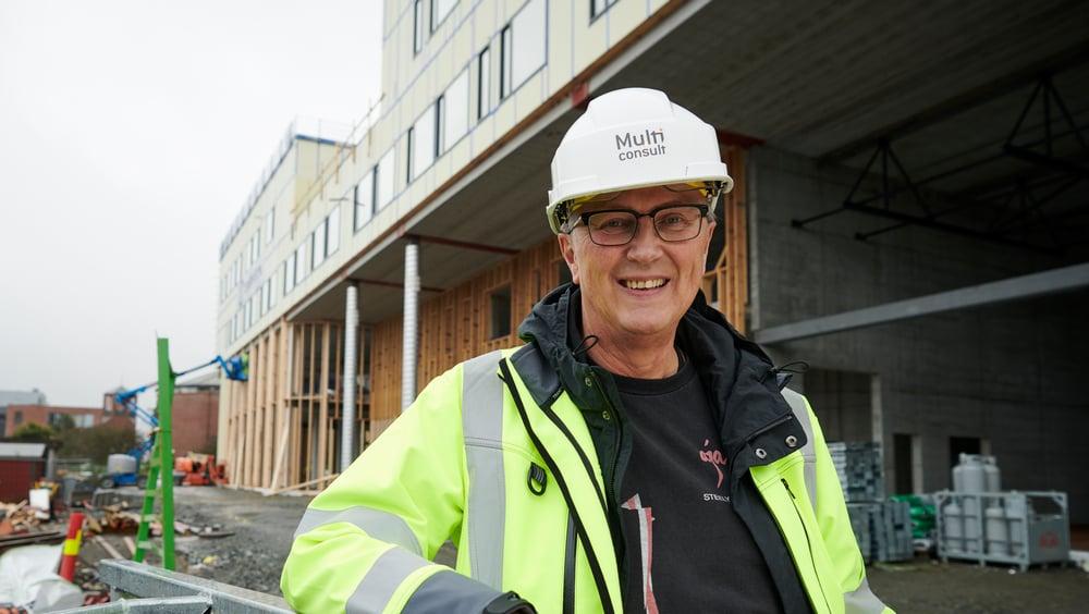 Rådgivende ingeniør Thor Henden hos Multiconsult på byggeplassen til Åsane videregående skole.