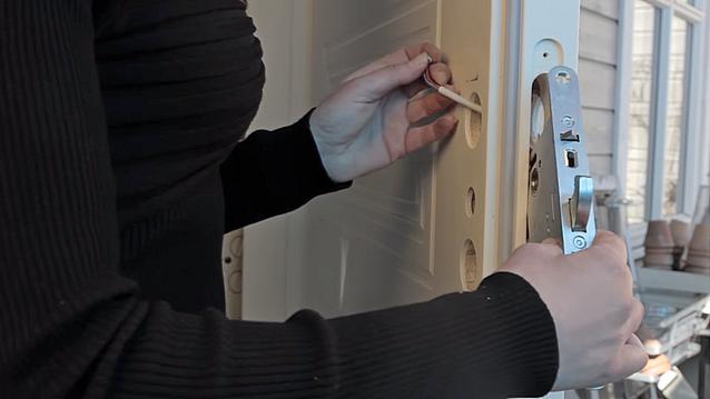 Hva koster det å bytte til elektronisk dørlås?